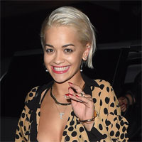 Iubitul cantaretei Rita Ora: tatuat din cap pana in picioare si vopsit verde