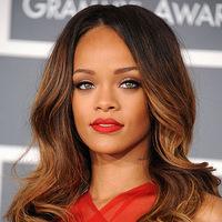 Rihanna - cu cateva kilograme in plus intr-o tinuta criticata