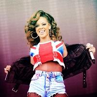 Rihanna, complet schimbata si eleganta intr-un pictorial pentru Dior