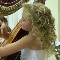 Stiri din Muzica - Fetita care canta la harpa - un clip devenit viral