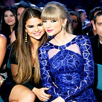 Stiri din Muzica - Taylor Swift si prietena ei cea mai buna, Selena Gomez, nemachiate la sala