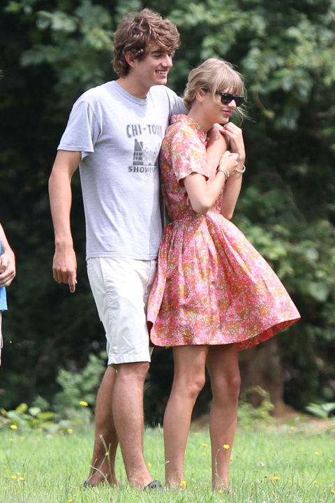 1466626777-1466605058-elle-taylor-swift-connor-kennedy-splash.jpg