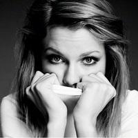 Stiri din Muzica - Taylor Swift a donat 1 milion de euro celor afectati de inundatiile din Louisiana