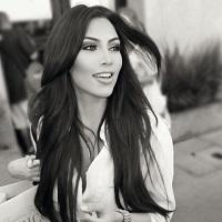 Stiri din Muzica - Kim Kardashian nu se mai satura de controverse - selfie complet goala, de data asta pentru a-si arata bronzul