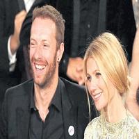 Stiri din Muzica - Ce talentati sunt copiii lui Chris Martin si Gwyneth Paltrow - Apple si Moses au cantat impreuna cu tatal lor pe scena unui eveniment caritabil