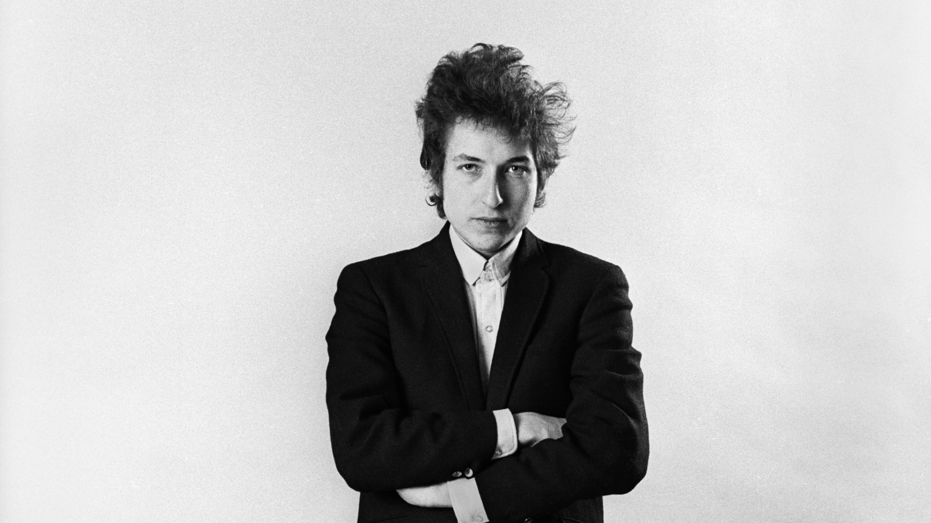 a-exposicao-photographs-of-bob-dylan-reune-fotos-feitas-por-daniel-kramer-durante-turne-do-bardo-entre-1964-e-1965-kramer-registra-a-metamorfose-do-artista-de-trovador-folk-a-icone-do-rock-n-roll-1353032415588_1920x1080.jpg