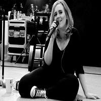 Stiri din Muzica - Adele, interviu foarte sincer pentru Vanity Fair despre depresia ei postnatala