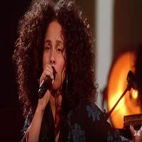 Stiri din Muzica - Alicia Keys continua sa nu poarte machiaj si a uimit pe scena de la X Factor