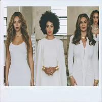 Stiri din Muzica - Mama lui Beyoncé si Solange s-a costumat in doua dintre outfit-urile celebre ale fiicelor sale