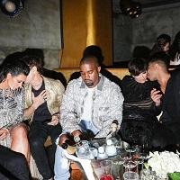 """Stiri din Muzica - Unul dintre lucrurile mici si bune ale acestui an - fotografii cu """"Sad Kanye"""" alaturi de alte celebritati"""