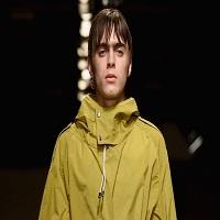 Stiri din Muzica - Baiatul lui Liam Gallagher, solistul de la Oasis, si-a facut debutul ca model si nu arata rau deloc