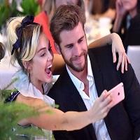 Stiri din Muzica - Miley Cyrus si Liam Hemsworth formeaza un cuplu extrem de simpatic - ce urare i-a facut artista actorului de ziua lui
