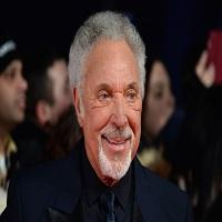 Stiri din Muzica - Iubirea n-are varsta - La 76 de ani, Tom Jones are o relatie cu Priscilla Presley