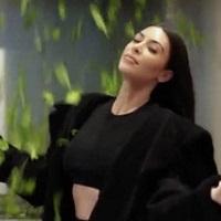 Stiri din Muzica - Kim Kardashian a facut un clip idiot si nimeni nu stie care-i treaba cu el