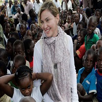 Stiri din Muzica - Madonna a adoptat doua gemene din Malawi si a postat o fotografie pe Instagram cu acestea