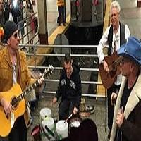 Stiri Evenimente Muzicale - Membrii trupei U2 au cantat deghizati la metroul din New York