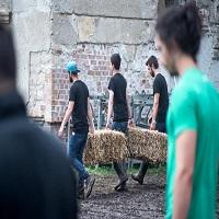 Stiri Evenimente Muzicale - Cizmele de la Festivalul Glastonbury au fost donate oamenilor saraci din Cluj