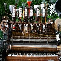 Stiri Evenimente Muzicale - Pianina care face muzica si cocktailuri in acelasi timp ajunge in Bucuresti
